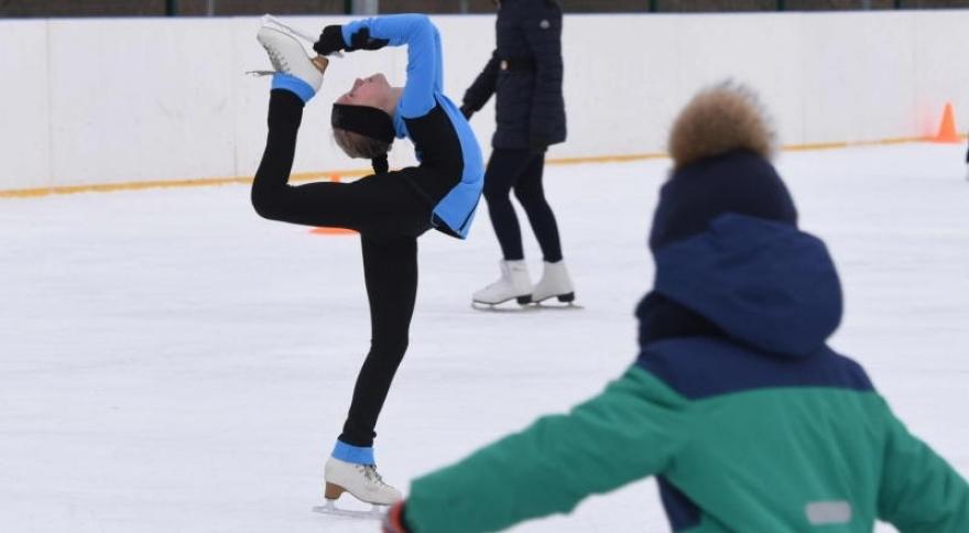 Семьи Сосенского поучаствовали в«Зимних забавах» «Сосенского центра спорта»